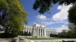 Membros do Fed prometem manter juro perto de zero e pedem mais ajuda fiscal