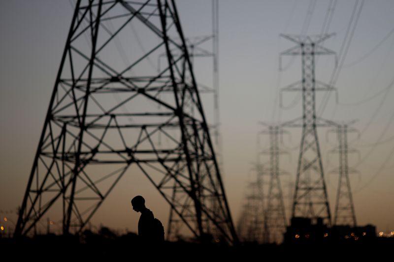 Demanda por energia elétrica em outubro deve voltar a níveis de 2019, diz ONS