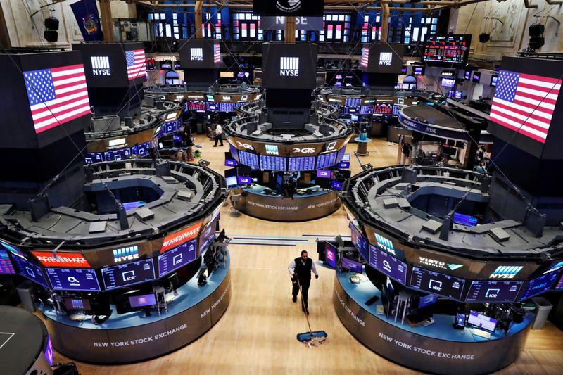 Wall St sobe com rali em tecnologia suplantando temor sobre coronavírus; S&P 500 cai na semana