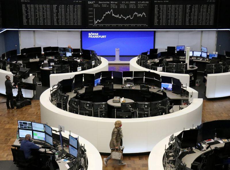 Bolsas ampliam ganhos pelo 3º dia, problemas políticos afetam a Itália