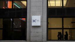 Ibovespa fecha em queda com ruído fiscal, mas Petrobras e NY limitam perda