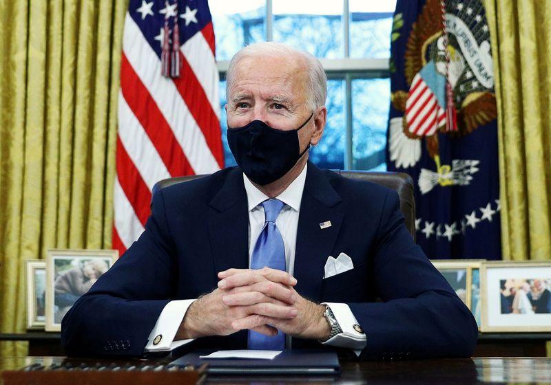 Decretos econômicos de Biden contemplam auxílio alimentar e proteção a trabalhadores