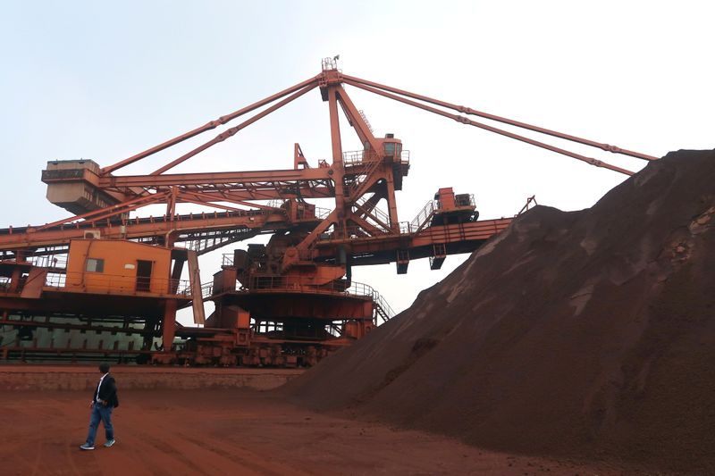 Minério de ferro recua na China com novo surto de Covid-19