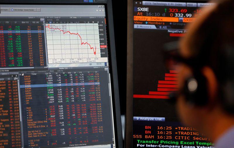 Mercados acionários europeus fecham em queda por dados econômicos fracos e restrições a viagens
