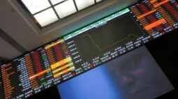Ibovespa engata 2ª semana de perda com riscos fiscais e alta da Covid-19