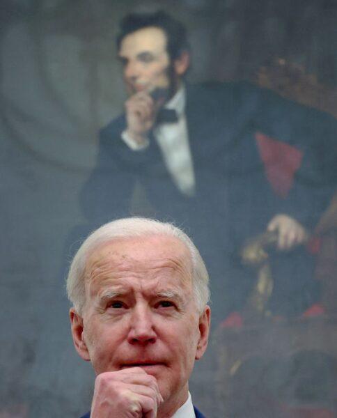 Administração Biden luta por plano de ajuda à crise da Covid-19 de US,9 tri