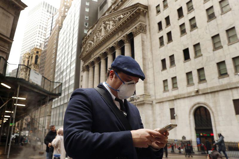 Nervosismo sobre estímulo enfraquece Wall St, mas Nasdaq e S&P atingem recordes