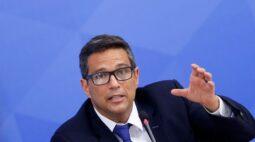 Estímulos fiscais sem contrapartida podem gerar efeito contracionista, diz Campos Neto