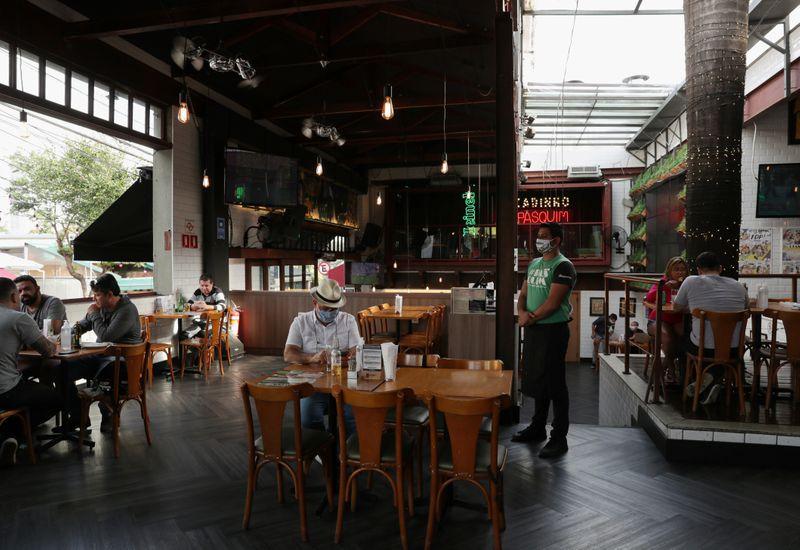 Consumo em restaurantes no Brasil caiu 28% em dezembro