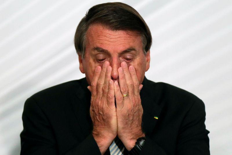 Bolsonaro apela a caminhoneiros para que não façam greve