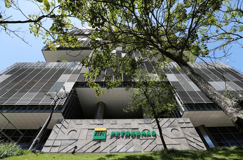 Ibovespa ensaia melhora e encosta em 118 mil pontos com Petrobras; Cielo salta 12%