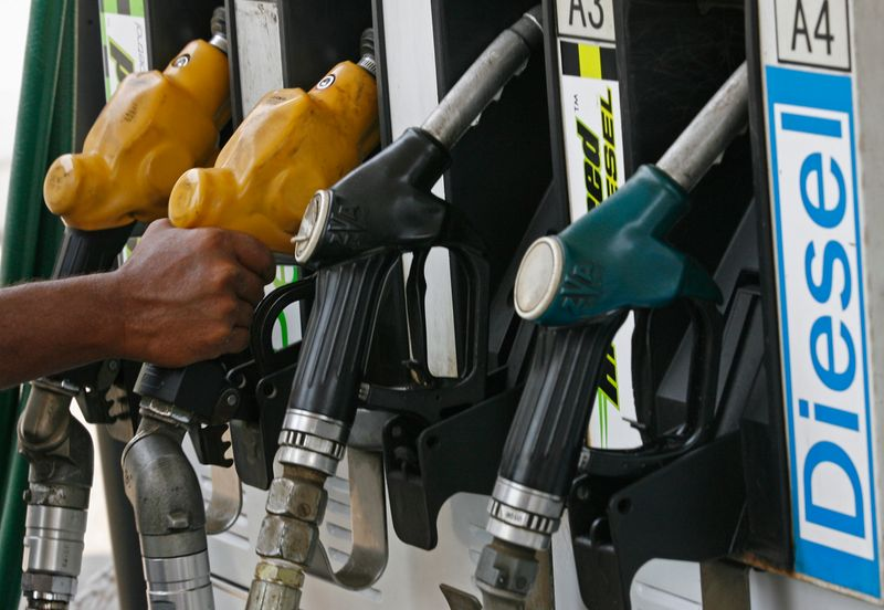 Índia pede à Opep+ que aumente oferta para conter alta nos preços do petróleo