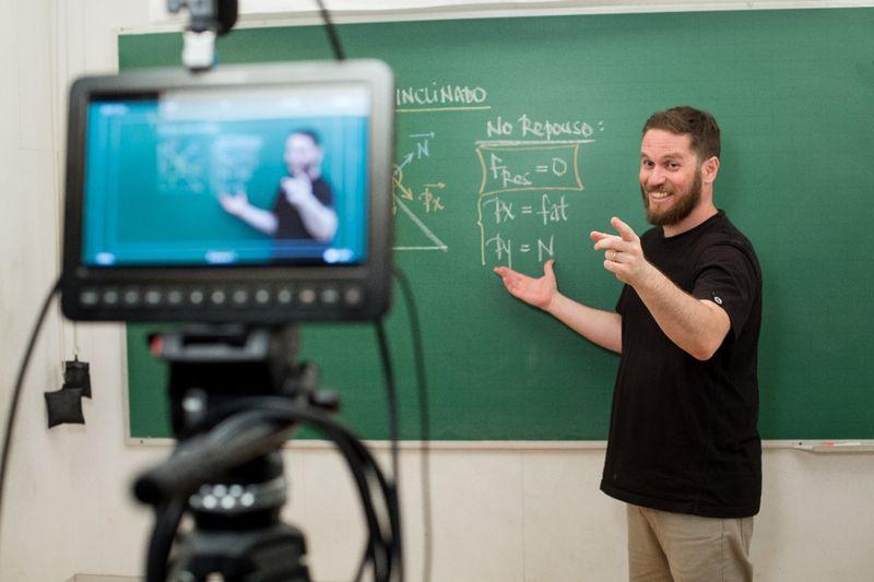 Startup de educação Descomplica recebe aporte de R$450 milhões