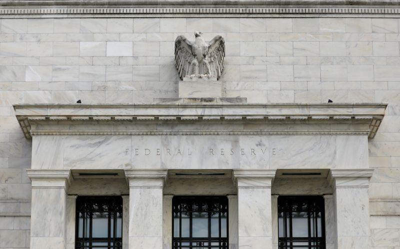"""Fed diz que riscos de falências empresariais nos Estados Unidos """"permanecem consideráveis"""""""