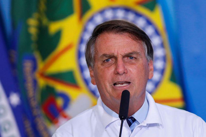 Bolsonaro diz que preço dos combustíveis pode cair 10% com mudança em impostos