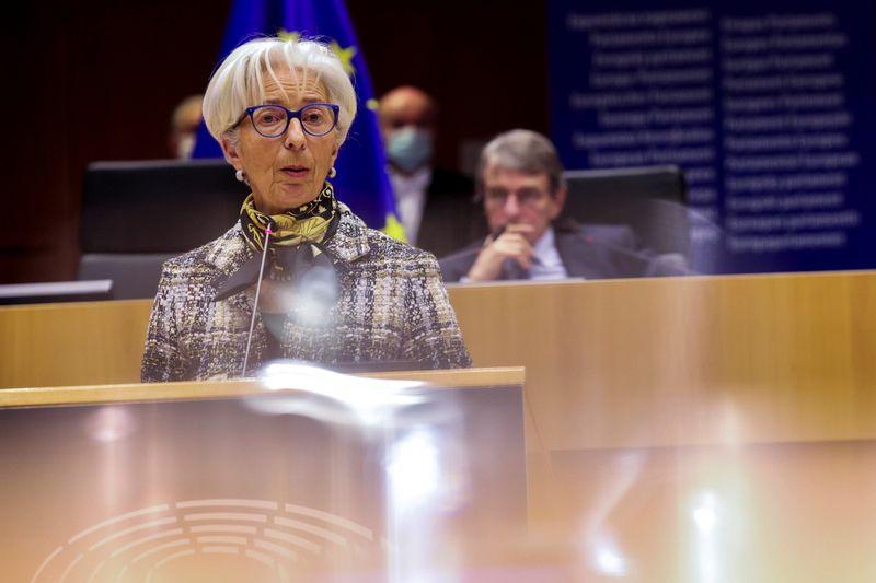 """BCE está """"monitorando de perto"""" alta dos rendimentos de títulos, diz Lagarde"""