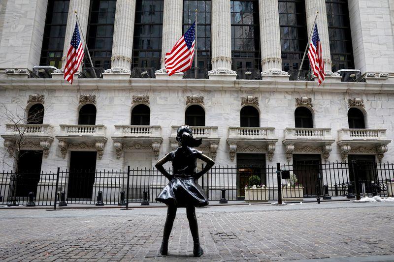 Wall St deixa mínimas, mas Nasdaq ainda cai 1% sob peso de ações de crescimento