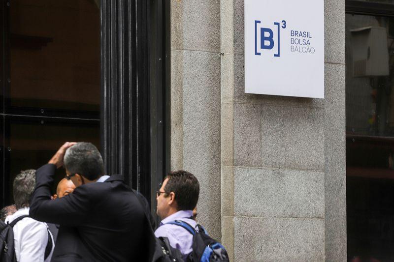 Ibovespa acelera alta com recuperação de Petrobras e BB; Eletrobras salta após notícia sobre privatização