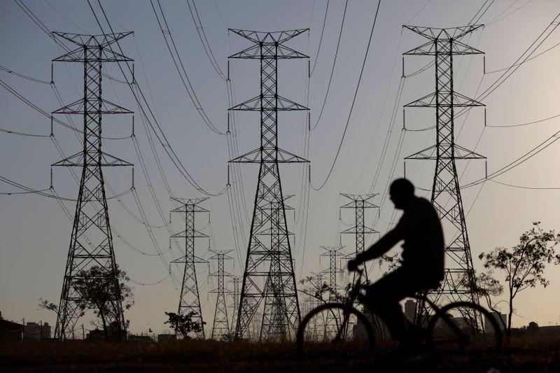 Consumo de energia elétrica fecha 1ª metade de fevereiro estável, diz CCEE