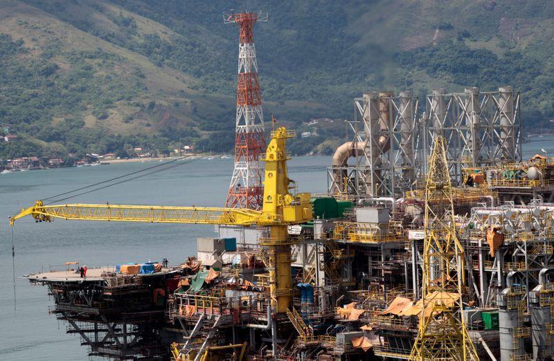 Petrobras recebe oferta da SBM para fornecimento de plataforma Mero 4, dizem fontes