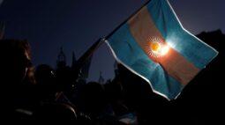 Economia argentina supera previsões para dezembro, mas cai 10% em 2020