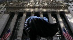 Wall St encerra em alta com Powell amenizando temores sobre inflação