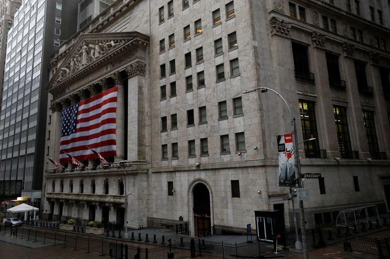 Wall St fecha em forte queda com liquidação em tecnologia em meio a alta em rendimentos de títulos