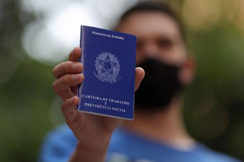 Desemprego cai no 4º tri no Brasil, mas taxa média de 2020 é mais alta em 8 anos pela pandemia