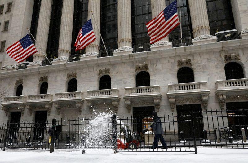 Dow Jones estende perdas com persistentes temores sobre inflação