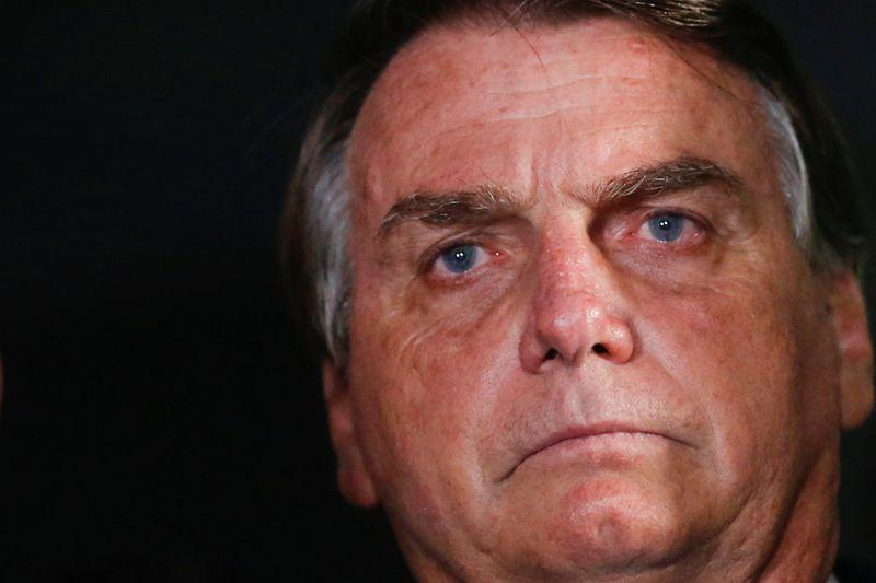 Ibovespa fecha em queda, emenda 3ª semana no vermelho com riscos fiscais e políticos