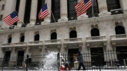 Dow Jones fecha em alta com pacote de alívio perto de votação final no Congresso dos EUA