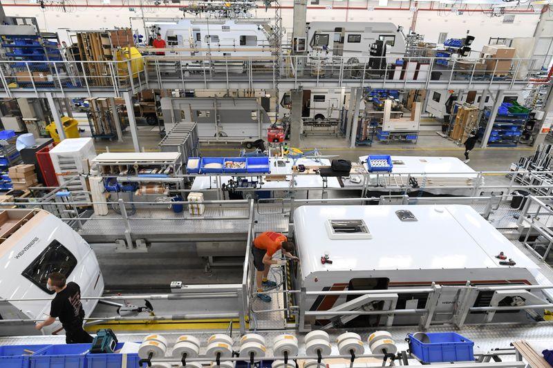 Economia da zona do euro volta a crescer em março com impulso de indústria, mostra PMI