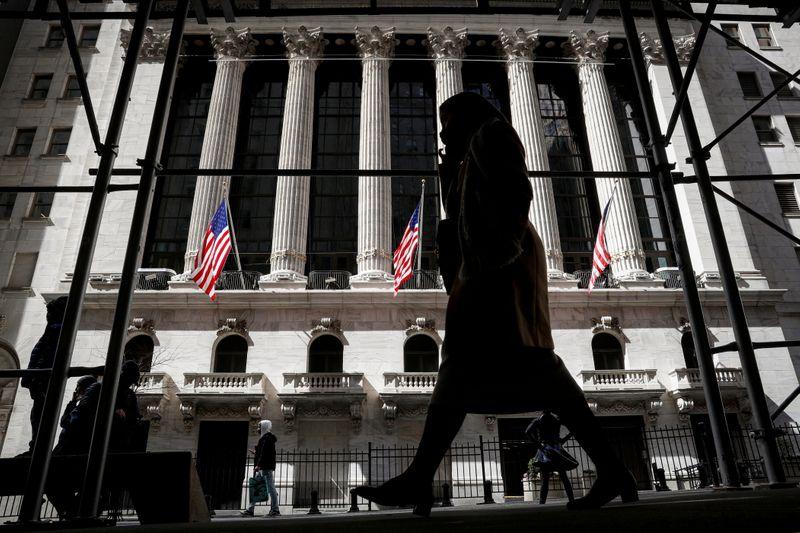Dow Jones e S&P 500 sobem com setor financeiro; Powell e Yellen seguem no radar