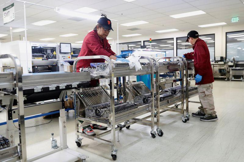 Atividade industrial dos EUA acelera em março e pressões de custos sobem, mostra IHS Markit
