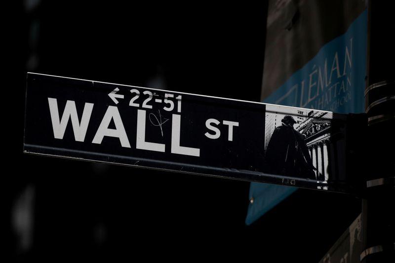 Wall St sobe com impulso de setores financeiro e de tecnologia