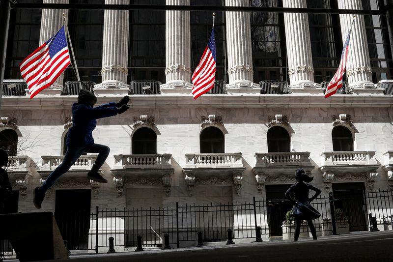 Bancos puxam Wall St para baixo com preocupações sobre default de hedge fund