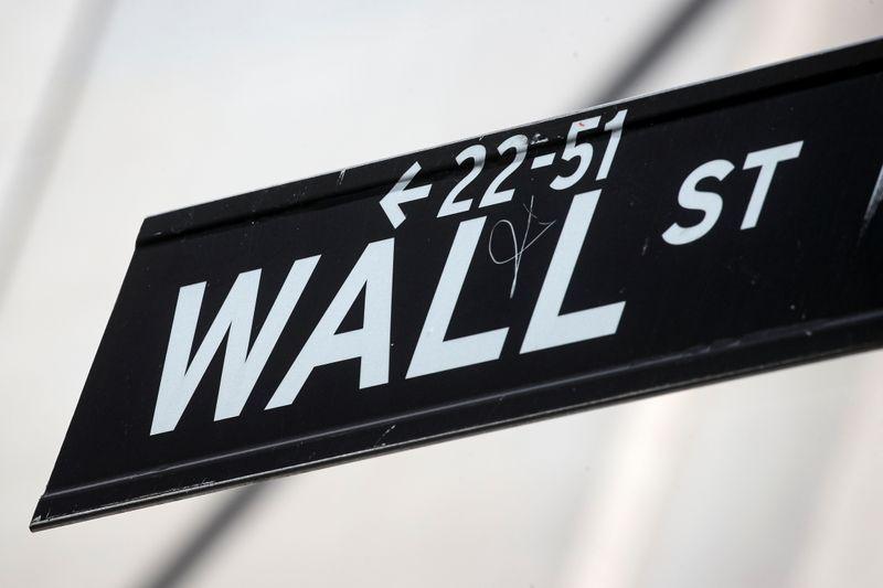 S&P 500 encerra com leve baixa; preocupações com hedge fund atingem bancos