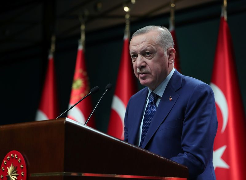Após demitir presidente do BC turco, Erdogan também destitui vice