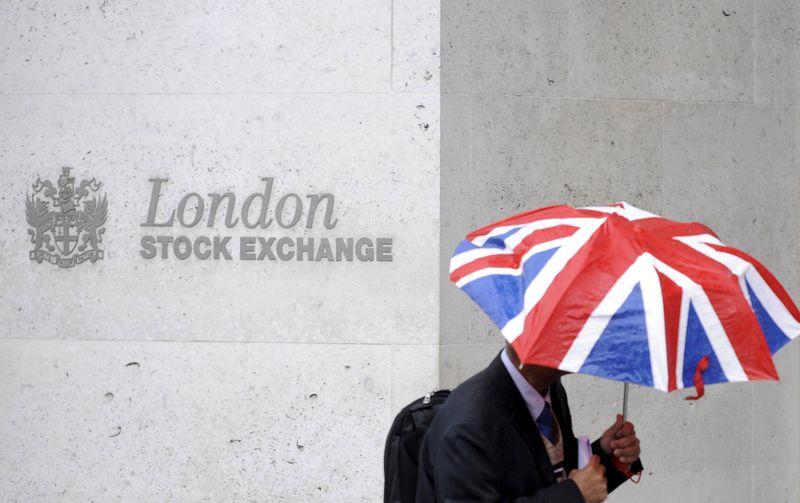 Ações europeias fecham perto de máxima histórica com bancos na liderança