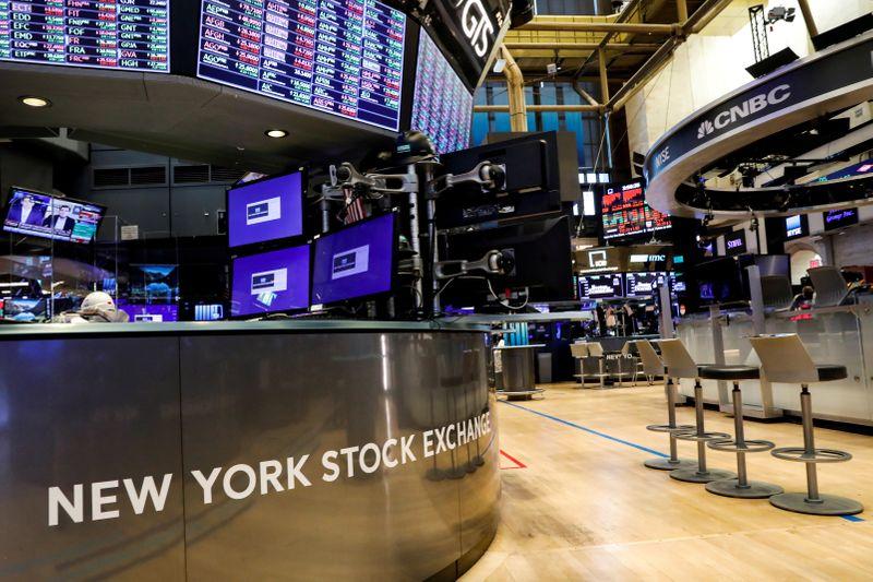 Wall St recua por desempenho pior de ações de tecnologia