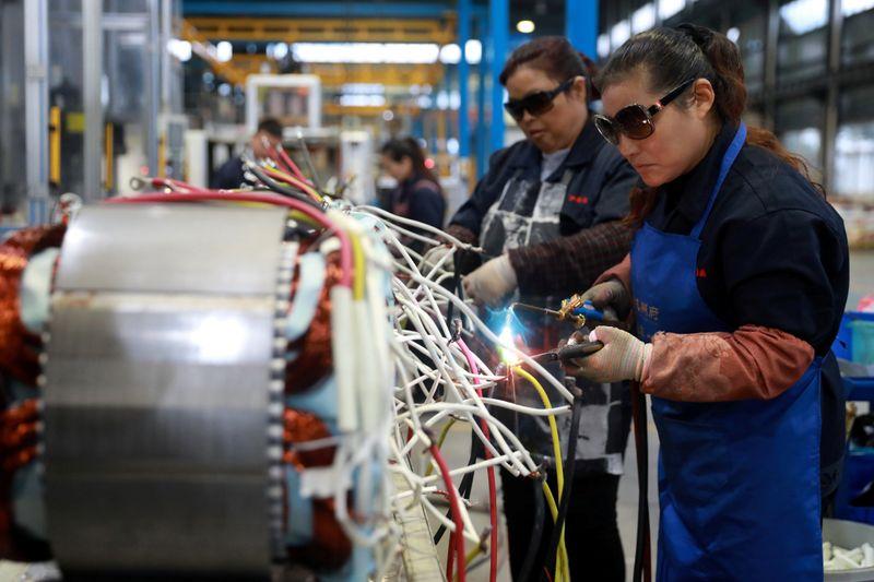 Indústria de máquinas e equipamentos tem alta de vendas em fevereiro