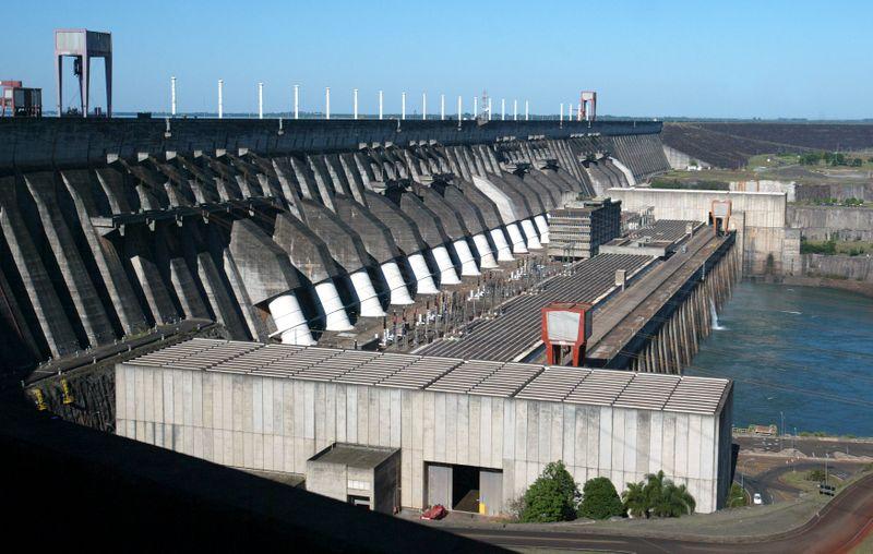 Decreto de Bolsonaro permite uso de recursos de Itaipu para conter tarifas