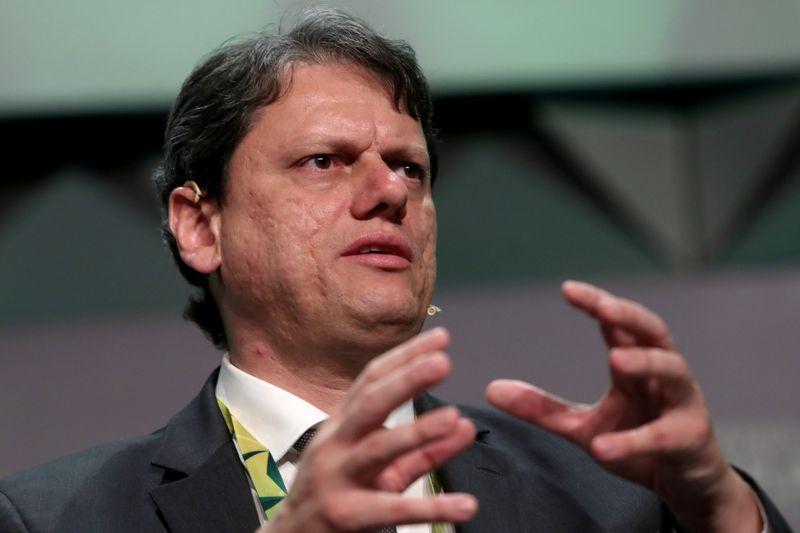 Leilão de 22 aeroportos deve trazer novos competidores ao Brasil, diz ministro