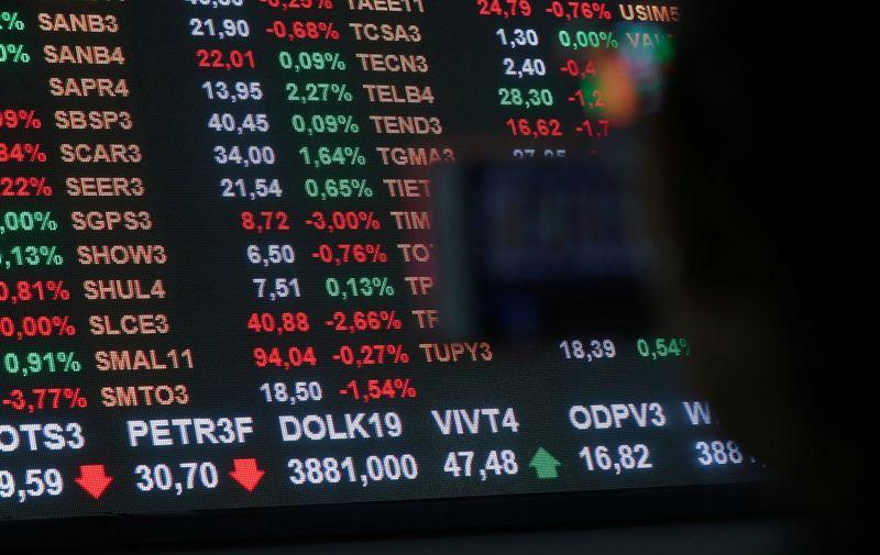Ibovespa avança liderado por IRB, mas impasse sobre o Orçamento pesa