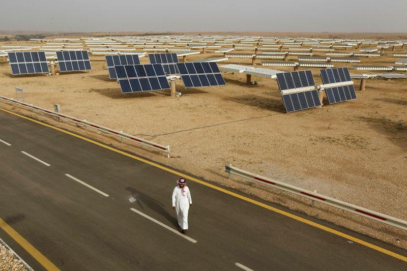 Arábia Saudita assina acordos para 7 novos projetos de energia solar, diz SPA