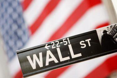 Wall St encerra em baixa enquanto investidores aguardam balanços e dados de inflação