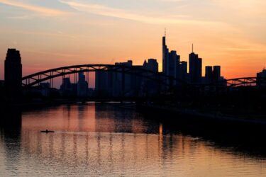 Moral do investidor alemão cai em abril em meio aos temores de lockdown, diz ZEW
