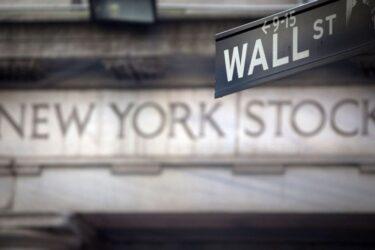 S&P 500 abre quase estável após dados fortes de inflação nos EUA