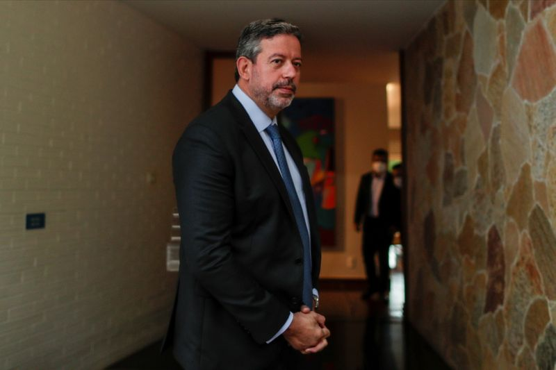 Lira nega viagem de Bolsonaro e Mourão ao exterior para sanção do Orçamento