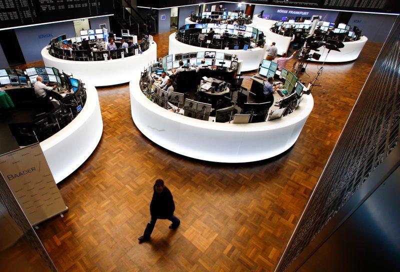 Índice acionário europeu se estabiliza perto de máximas recordes
